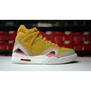 Nike W Air Tech Challenge II SE Gold Dart Womens